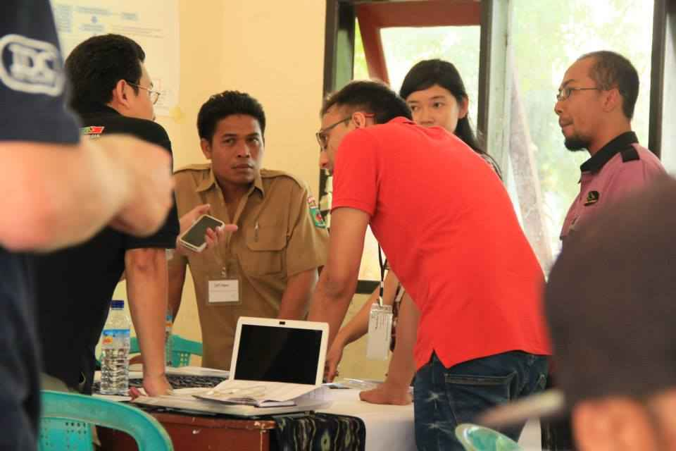 Discussing initiatives to support ecological and social resilience, Gili Islands, Indonesia. Photo © James Tan Chun Hong