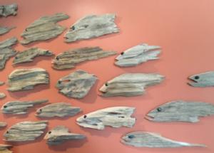 """""""أسماك الالتزام"""" - جزء من تركيب فني يعرض الإجراءات الإيجابية التي يتخذها الناس للشعاب المرجانية"""